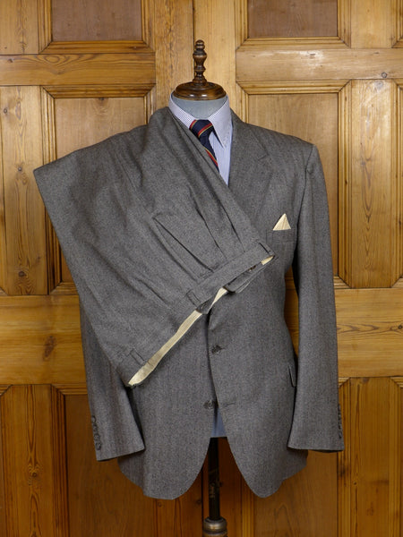 17/1456 (pt) vintage burberry's custom order grey herringbone wool suit 46 regular