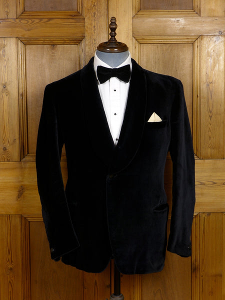 17/1463 vintage 1950s 1960s bespoke tailored black silk-velvet shawl dinner / smoking jacket 41-42 short to regular