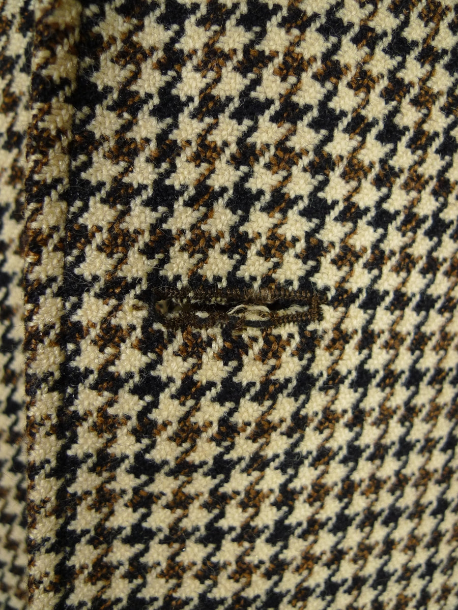 17/1954 vintage wool cream / brown & black houndstooth tweed raglan coat w/ striped linings 42 short