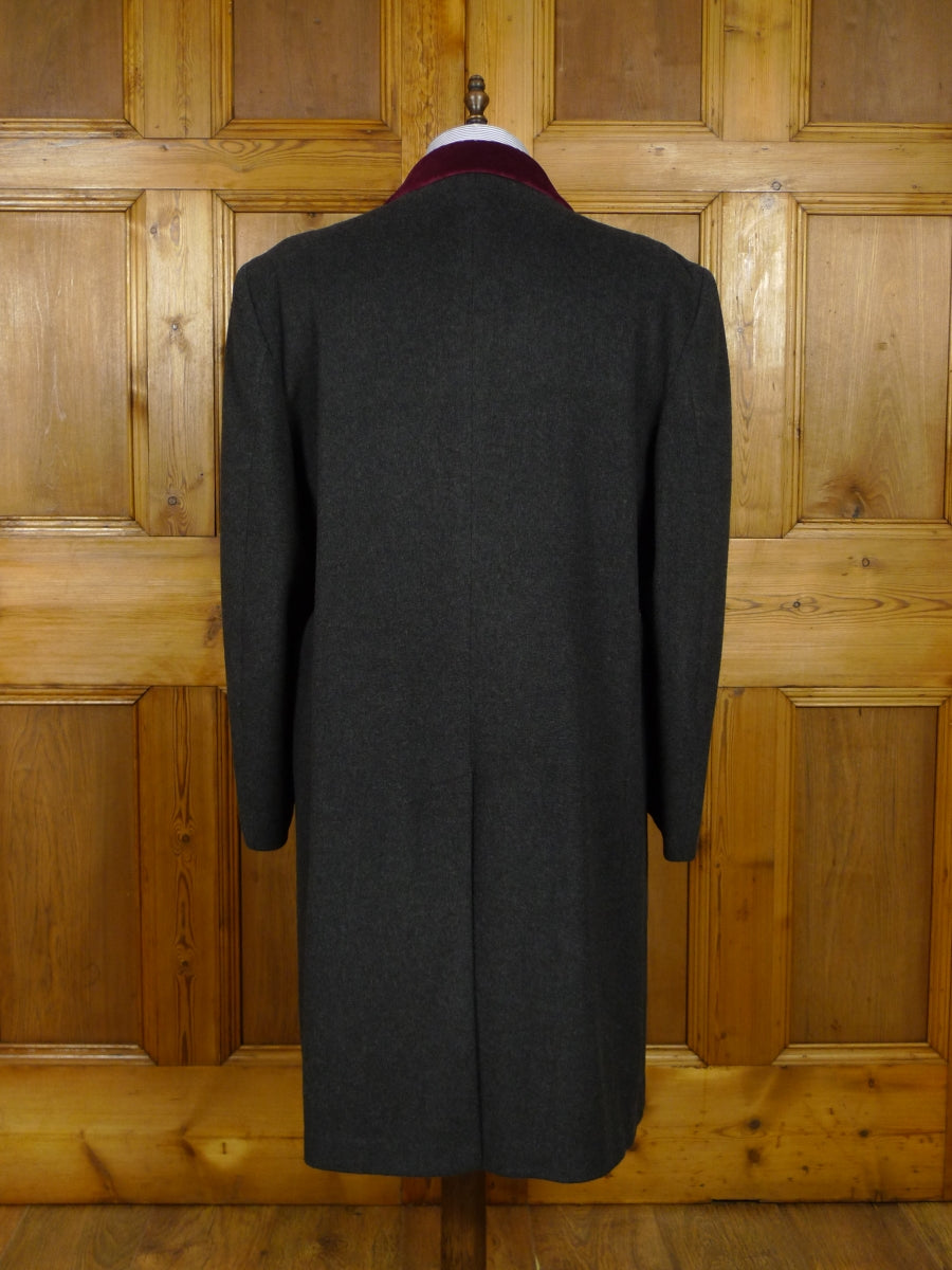 17/2071 (pt) vintage wool mix grey overcoat w/ red velvet collar 46 long