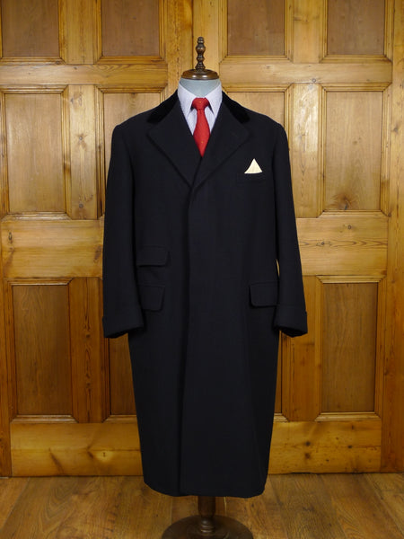 17/2167 (pt) superb vintage savile row bespoke heavyweight navy blue herringbone wool overcoat w/ silk-velvet collar 44-46