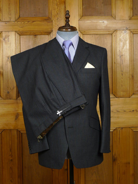 18/0220 immaculate vintage regent street bespoke charcoal grey / red pin-stripe 3-piece worsted suit 39 short to regular