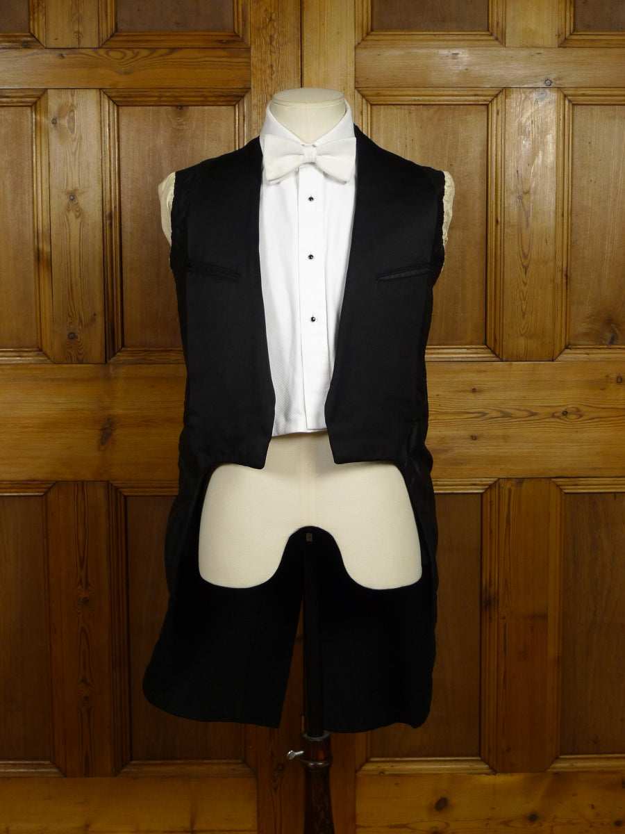 18/0243 wonderful 1930s vintage canvassed black barathea / grosgrain silk evening tailcoat w/ silk linings 34-35 short