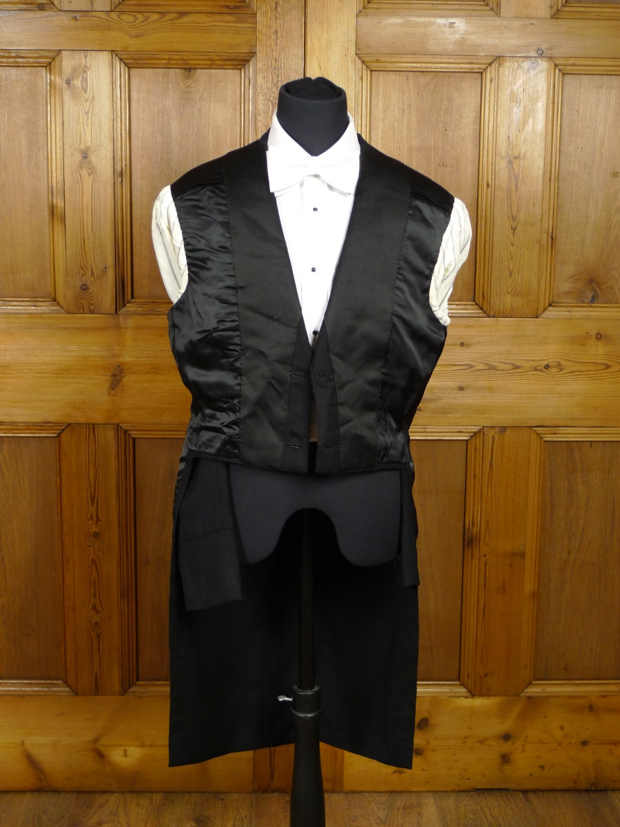 18/0259 wonderful 1950s vintage black worsted barathea wool evening tailcoat w/ silk revers 37 short