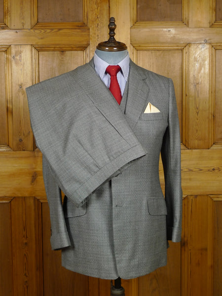 18/0872 wonderful anderson & sheppard 200 savile row bespoke grey 'squares' weave 3-piece wool suit w/ gauntlet cuff 39 regular