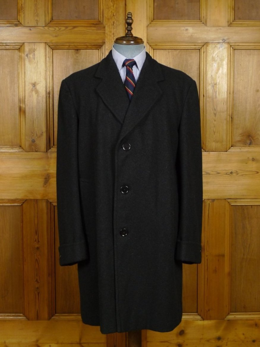 18/1047 genuine 1940s 1950s vintage heavyweight charcoal grey melton wool overcoat w/ french cuff 42-44