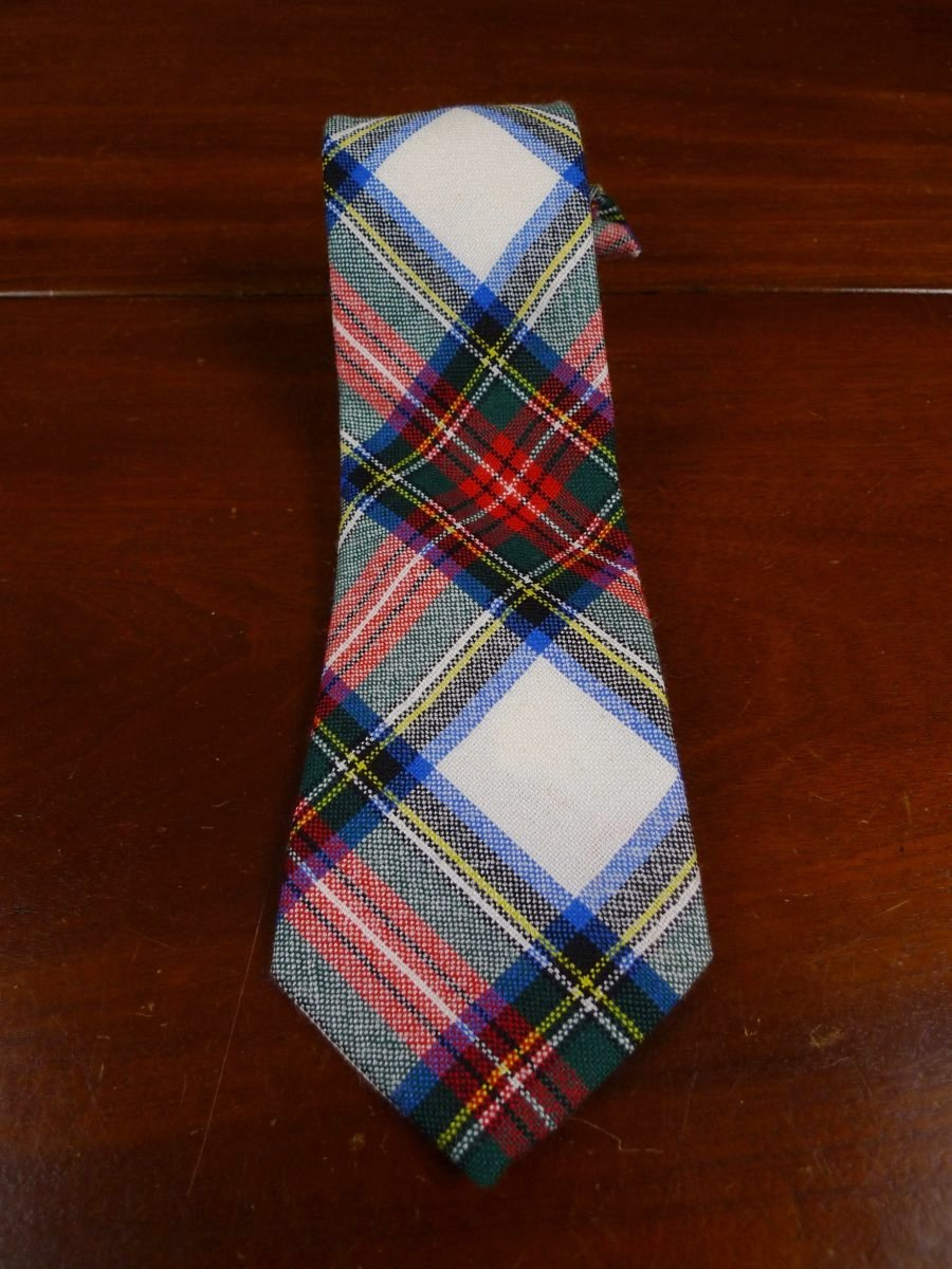 18/1086 immaculate ingles buchan red green tartan tie for goodwood revival