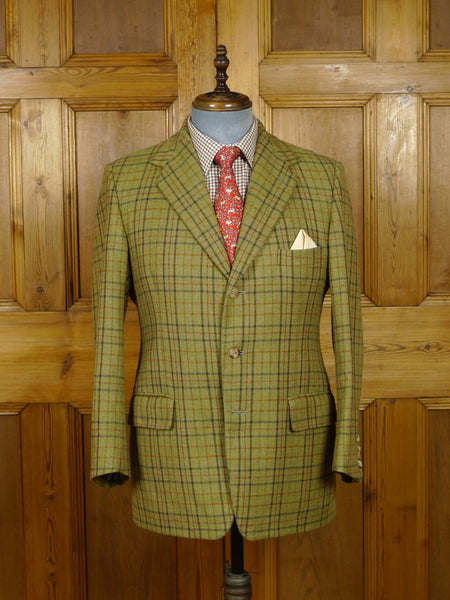 18/1111 wonderful vintage handmade green windowpane check tweed jacket w/ horn buttons & working cuffs 40-41 short to regular