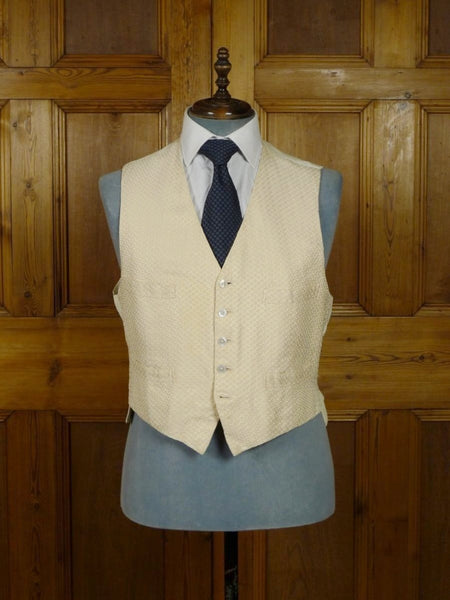18/1489 vintage 1982 henry poole savile bespoke ivory silk pattern formal morning wedding waistcoat 44-45 short