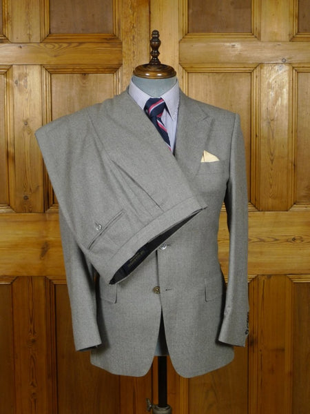 18/1743 near immaculate 2013 gieves & hawkes savile row custom tailored grey worsted flannel 3-piece suit 38 short