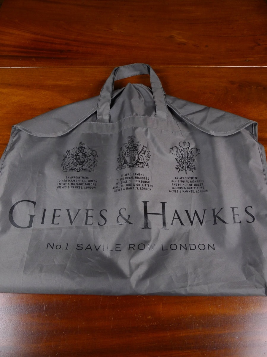 18/1786 immaculate gieves & hawkes savile row grey woven plastic suit bag carrier