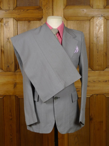 19/0101 wonderful genuine 1970s vintage wide lapel / flared leg grey wide pin-stripe suit 36 regular to long