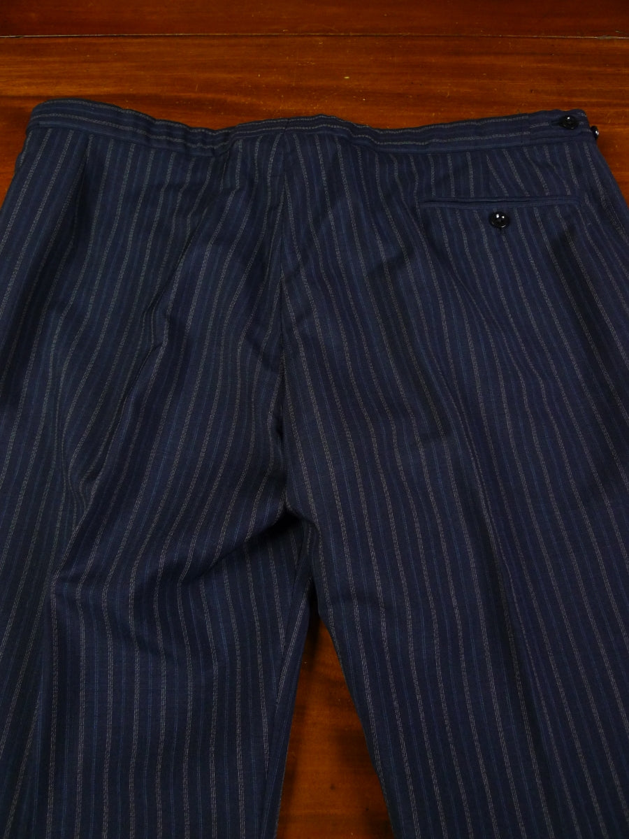 19/0269 wonderful vintage bespoke tailor canvassed navy blue stripe suit w/ red paisley linings 45 short to regular