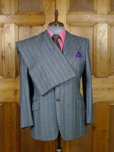 19/0270 wonderful vintage bespoke tailor heavyweight canvassed pale blue stripe suit w/ paisley linings 43 short to regular