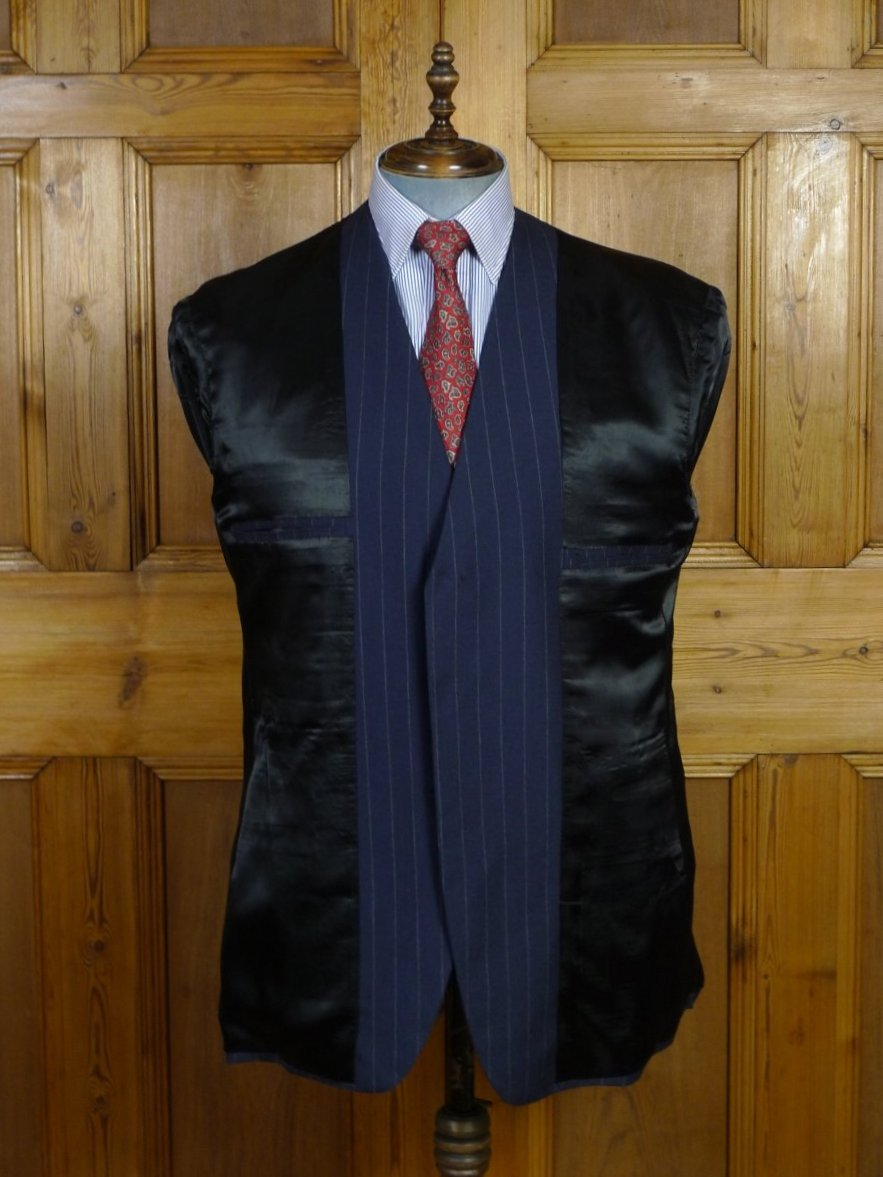 19/0296 near immaculate bespoke tailor canvassed navy blue pin-stripe wool & mohair suit 45-46 short to regular