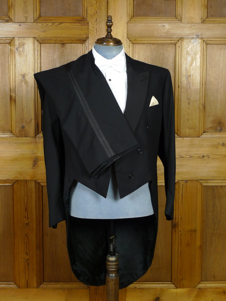 19/0572 immaculate 1997 savile row bespoke black wool / grosgrain silk evening tailcoat suit 46 regular
