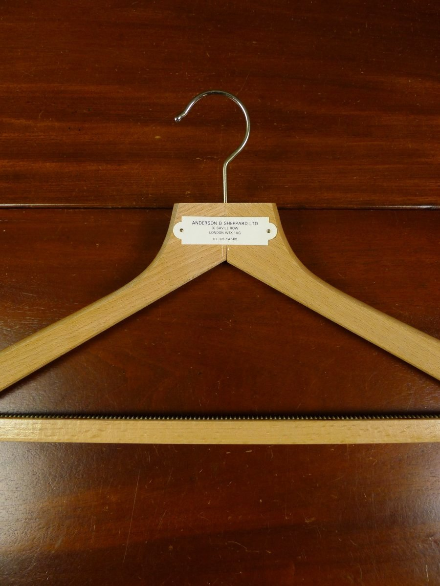 19/0549 immaculate anderson & sheppard savile row bespoke wooden suit hanger