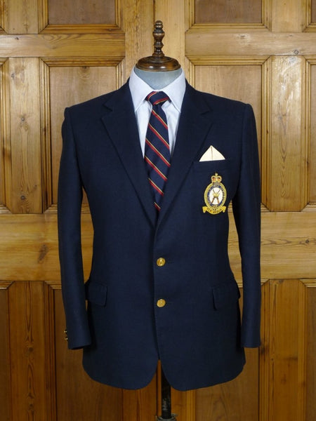 19/0580 delightful vintage gieves & hawkes savile row navy blue worsted blazer w/ raf regiment badge 42 short