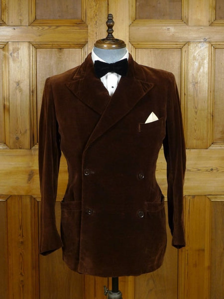 19/0610 wonderful genuine 1920s 1930s vintage brown silk-velvet d/b smoking dinner jacket 39 short to regular
