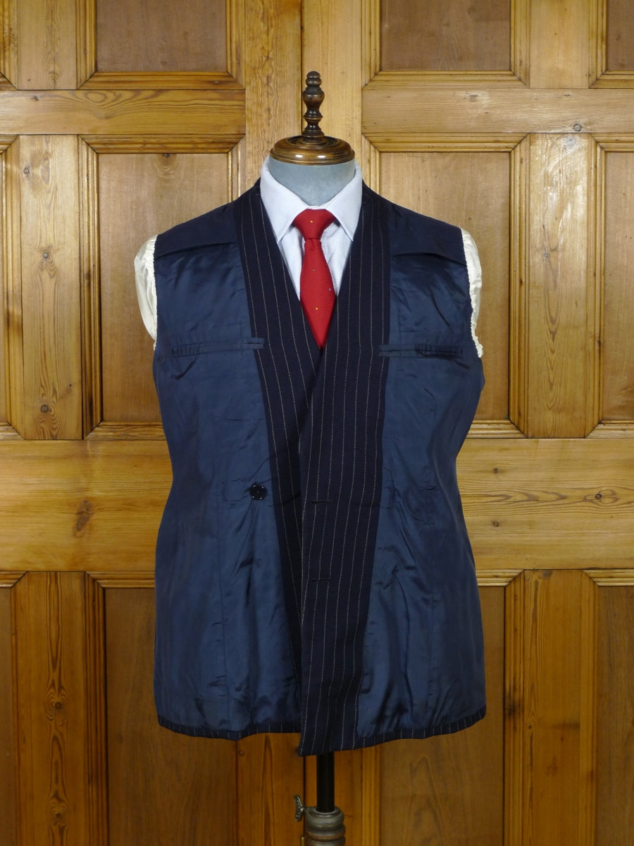 19/0647 wonderful vintage savile row bespoke  navy blue pin-stripe d/b suit in 1940s style 38-39 short