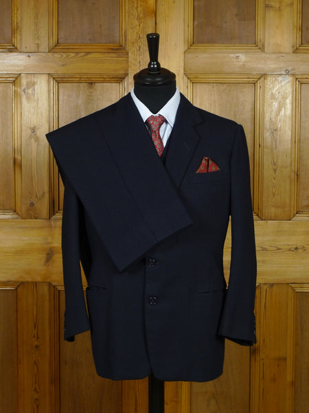 19/0731 vintage henry poole savile row bespoke navy blue fine textured stripe 3-piece worsted suit 38-40 short