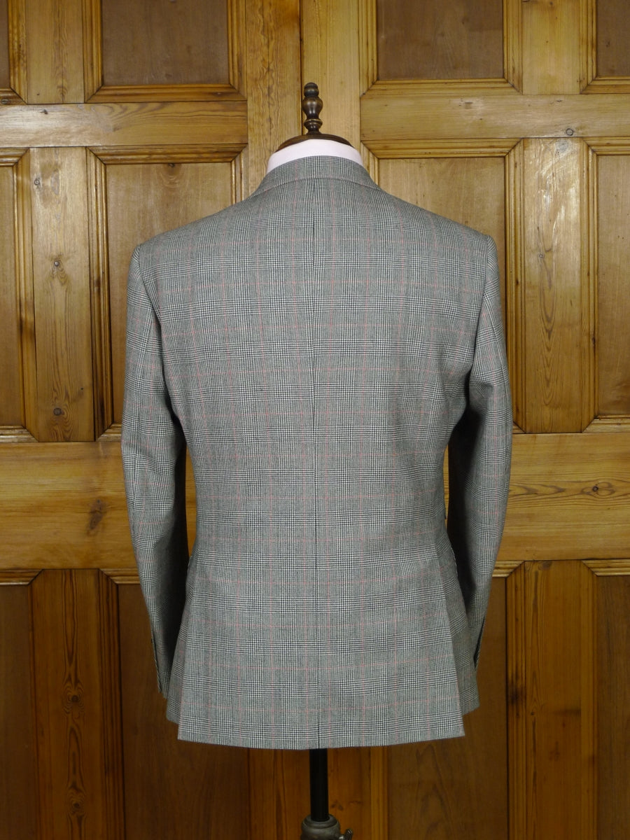 19/0924 modern savoy tailors guild grey / red prince of wales check 3-piece wool suit 40 short