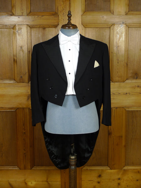 19/1068 immaculate genuine 1940s vintage black barathea wool / silk evening tailcoat tails 44 short