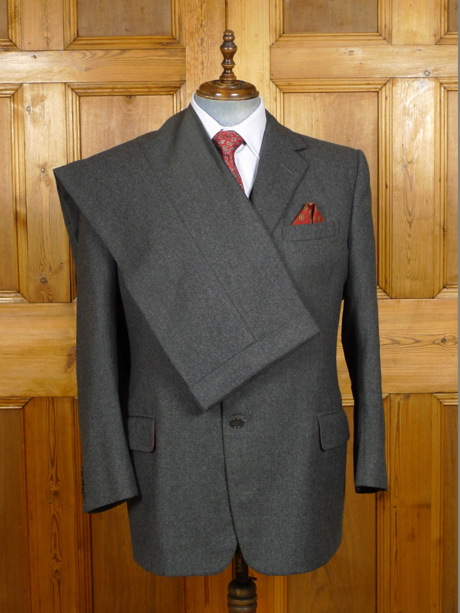 19/1403 near immaculate 2004 welsh & jefferies savile row bespoke grey worsted flannel 3-piece suit 45 regular