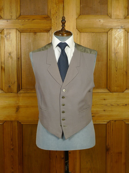 19/1653 bespoke tailored dove grey morning waistcoat 42 short to regular