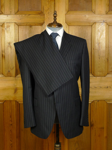 20/0235 immaculate modern gieves & hawkes savile row dark navy blue pin-stripe worsted wool suit 45 short