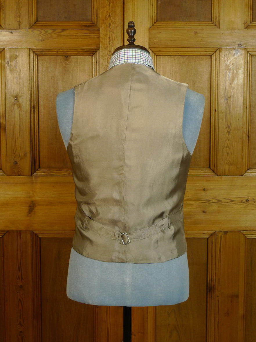 20/0537 immaculate vintage british grey woven wool country waistcoat 38 short