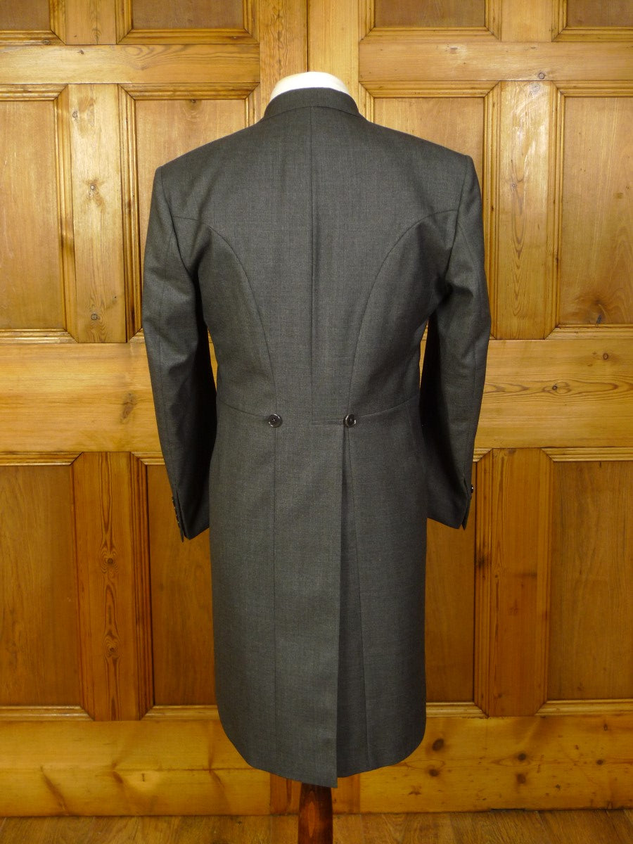 20/0825 near immaculate hackett grey wool 3-piece morning suit 37 short
