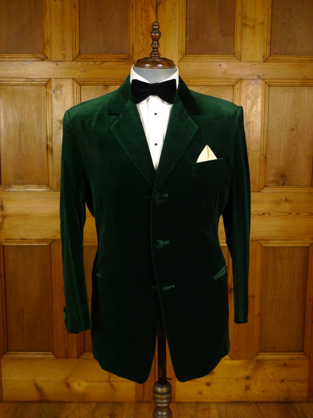 20/0895 immaculate vintage mr eddie soho bespoke green velvet evening jacket 42-43 short to regular