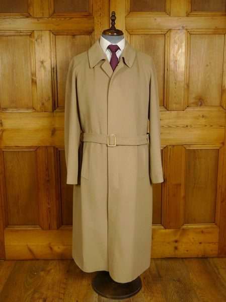 20/0919 luxuriously soft wool & 20% cashmere continental tailored full length raglan camel coat 42-44 regular