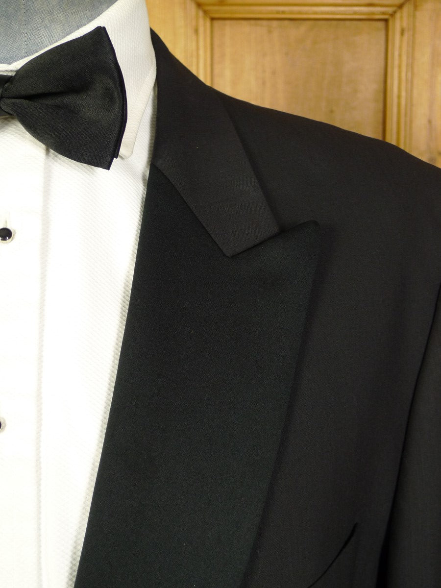 21/0332 immaculate quality modern black 100% wool dinner suit 49-50 short