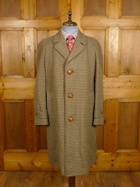 21/0024 genuine 1940s vintage green & brown houndstooth check tweed raglan coat w/ original leather buttons 40