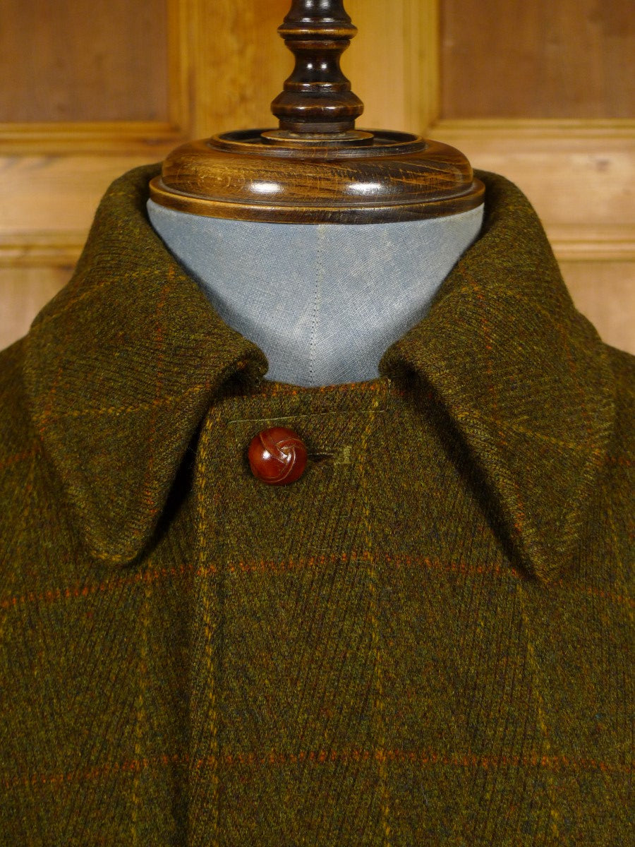 21/0140 near immaculate vintage invertere green wp check tweed field coat w/ gold wool lining 38-40 short