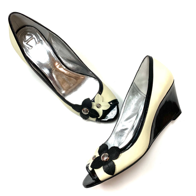 Etienne Aigner Size 9 Cream Black Wedge Shoes