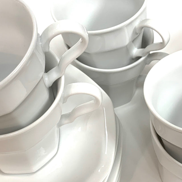 Savoir Vivre Set of 8 Cups and Saucers