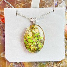 Load image into Gallery viewer, Ammolite Green Pendant
