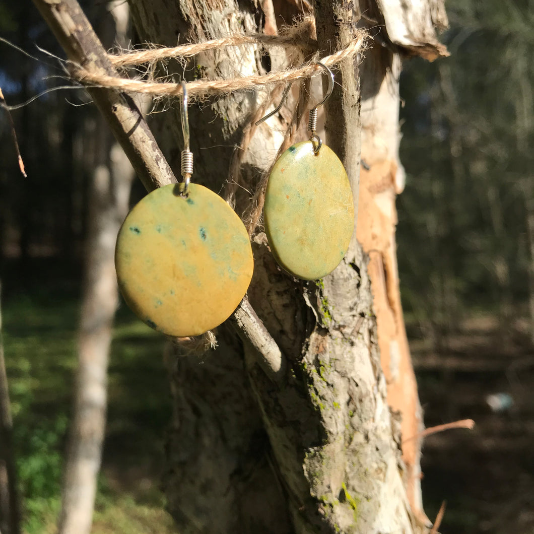 Round earrings (New Zealand flower jade)