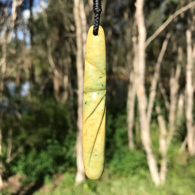 Carved teardrop (New Zealand flower jade)