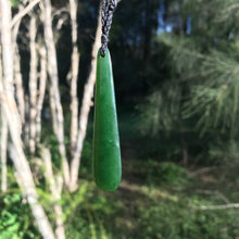 Load image into Gallery viewer, Teardrop pendant (New Zealand jade)