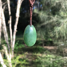 Load image into Gallery viewer, Teardrop pendant (Canadian jade)