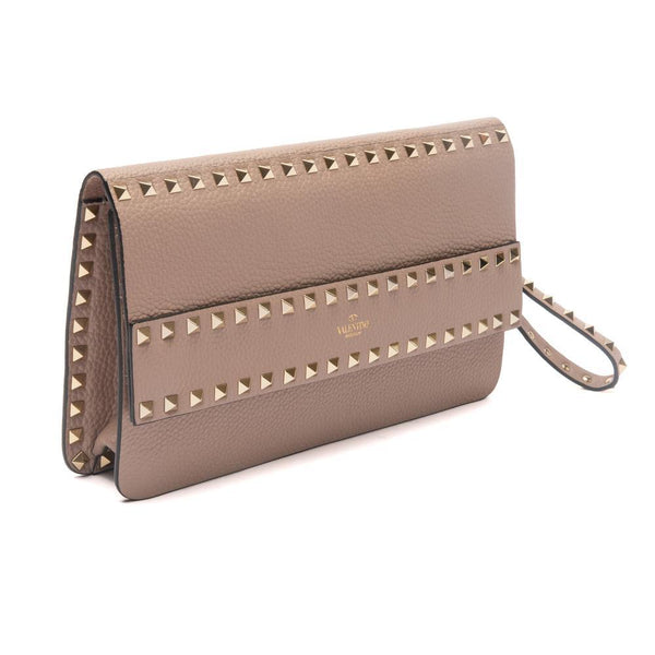 Grainy Calfskin Leather Rockstud Clutch Bag Poudre Beige Side View