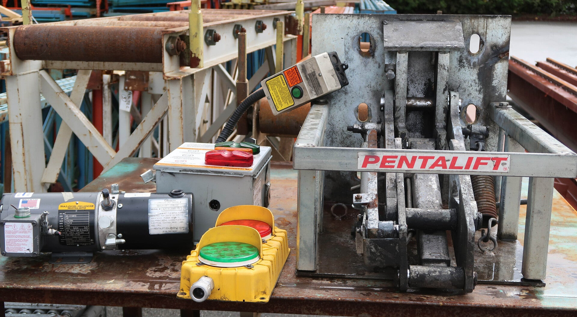 PENTALIFT Vehicle Restraint Safety System