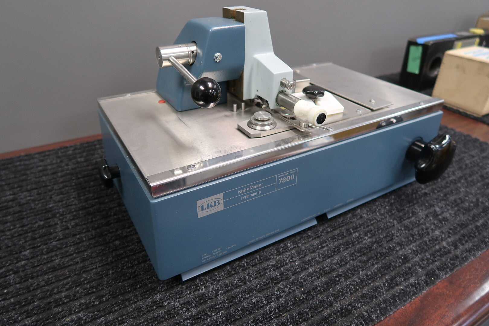 LKB Microtome Glass Knifemaker