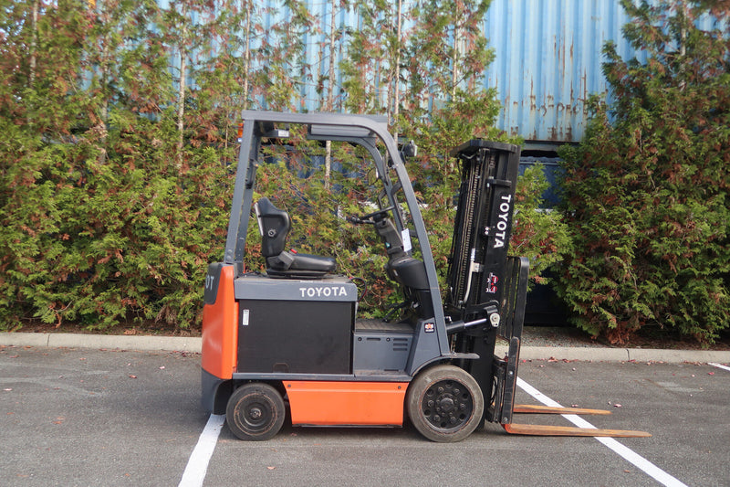 5,000 lb Forklift (Electric)