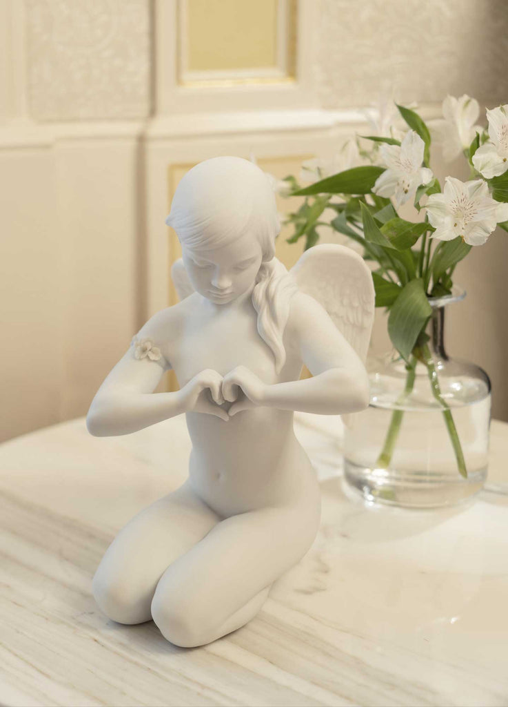 Lladro Heavenly Heart Angel Figurine 01009444