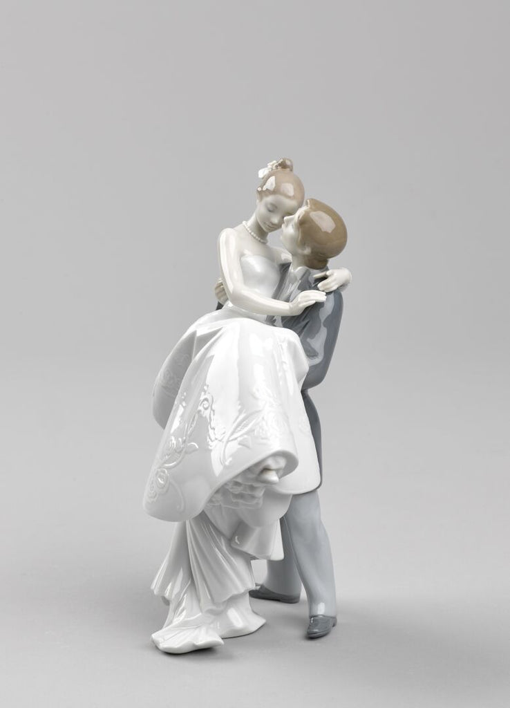 Lladro The Happiest Day Figurine 01008029